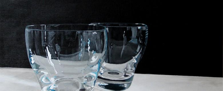 2 water glazen op tafel
